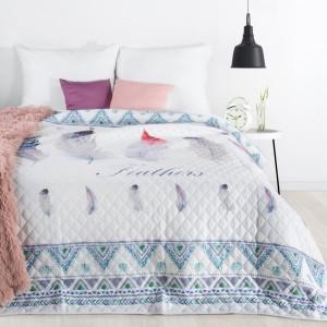 Biely prehoz na posteľ s potlačou farebných pierok