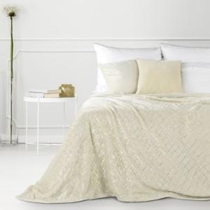 Krásna smotanovo krémová deka so zlatým ornamentom
