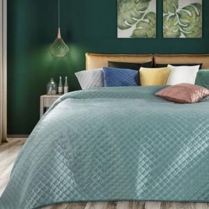Štýlový svetlo zelený obojstranný prehoz na posteľ