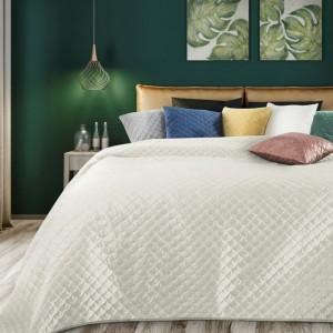 Krásny smotanovo krémový obojstranný prehoz na posteľ s prešívaním