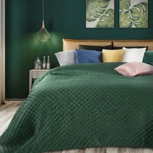 Smaragdovo zelený obojstranný prehoz na postel s prešívaním
