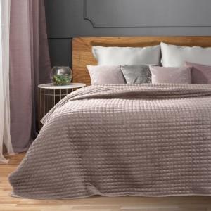 Ružový prešívaný prehoz na posteľ