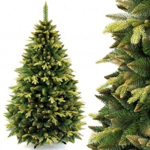 Krásny vianočý stromček s viacfarebným ihličím