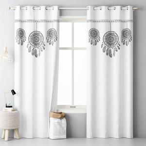 Biely dekoračný záves do spálne s motívom lapača snov