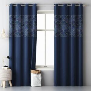 Luxusný dekoračný záves tmavo modrej farby so vzorom