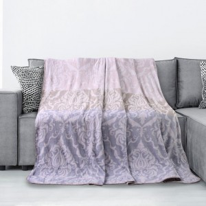 Jemná deka s ornamentom