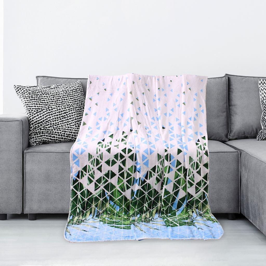 DomTextilu Biela deka s motívom zelených listov Šírka: 70 cm | Dĺžka: 150 cm 16381-111072