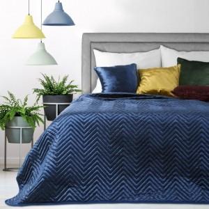 Moderný prehoz v tmavo modrej farbe s prešívaním