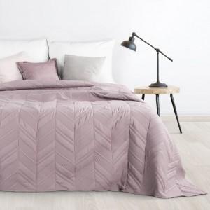 Ružový prehoz na postel s cik-cak vzorom