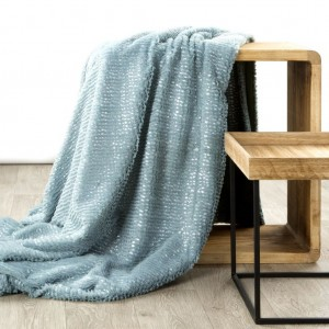 Elegantná deka v svetlo modrej farbe