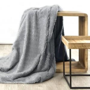 Jednofarebná luxusná deka v sivej farbe