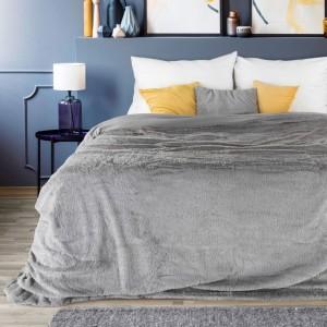 Luxusný sivý prehoz do spálne