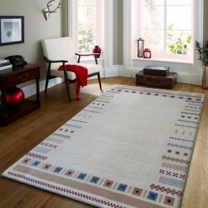 Béžový koberec do obývačky s geometrickými vzormi