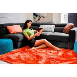 Luxusný plyšový koberec koralovej farby