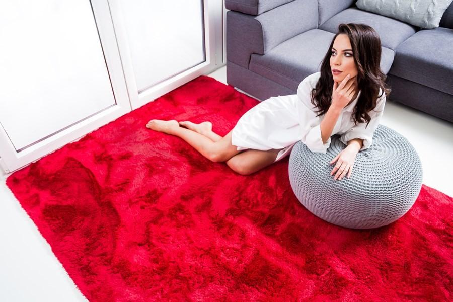 DomTextilu Mäkký plyšový koberec červenej farby 140 x 200 cm 17388