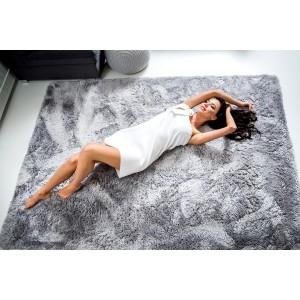 Moderný plyšový koberec svetlo sivej farby