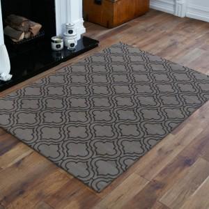 Moderný sivý koberec v škandinávskom štýle