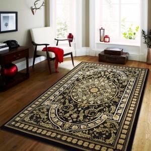 Kvalitný čierny koberec vo vintage štýle
