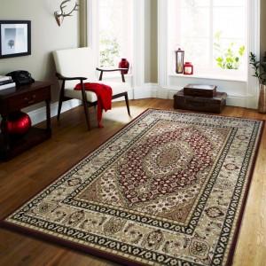 Vintage koberec v červenej farbe s krémovými vzormi