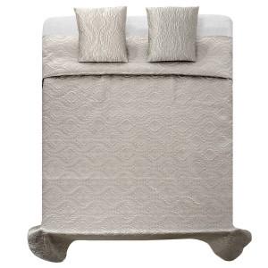 Kvalitné saténové prehozy na manželskú posteľ v béžovej farbe.