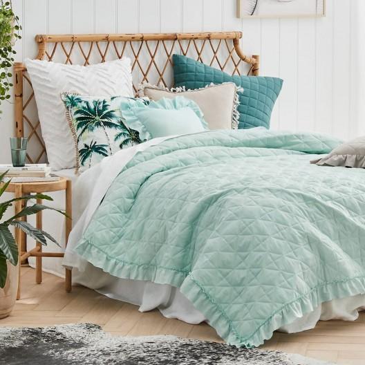 Mentolový prehoz na manželskú posteľ s jemným prešívaním