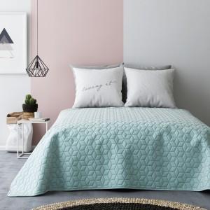 Obojstranné prehozy cez posteľ v mentolovo sivej farbe s kvetovým vzorom