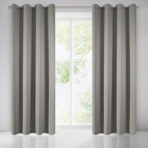 Sivý záves na okná tieniaci