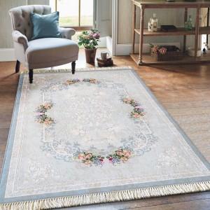 Protišmykový koberec s kvetinkami v modrej farbe