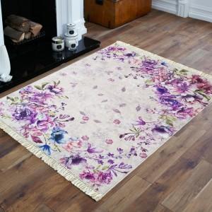 Kvetinový koberec v odtieňoch fialovej farby