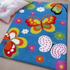 Detský koberec s motýlikmi v modrej farbe