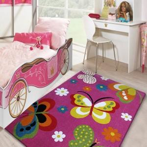 Koberec do dievčenskej izby s motýlikmi