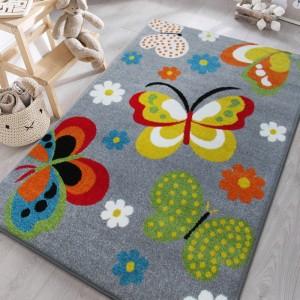 Zlený koberec do detskej izby s motýlikmi