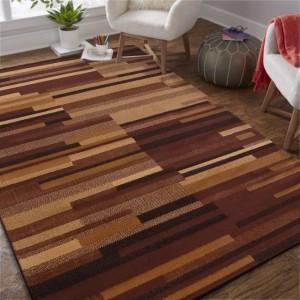 Originálny hnedý koberec v jednoduchom štýle