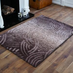 Štýlový hnedý koberec v modernom dizajne