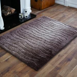 Kusový koberec v hnedej farbe