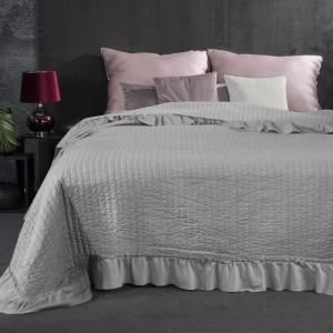 Svetlo sivý prešívaný prehoz na posteľ