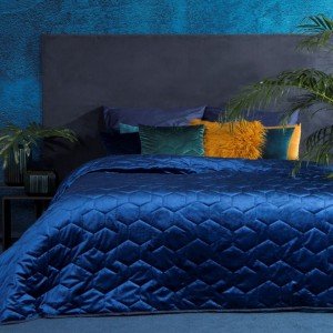 Lesklý modrý prehoz na posteľ