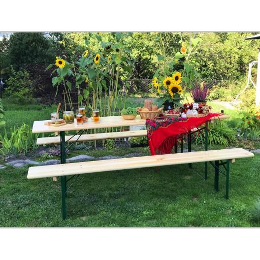 Komplet drevených lavičiek a pevného stola