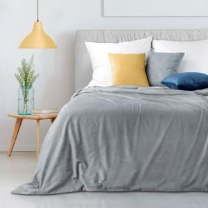 Elegantný svetlosivý prehoz na manželskú posteľ