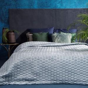 Svetlo modrý prešívaný prehoz na manželskú posteľ