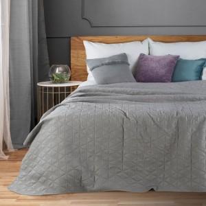 Sivý jednofarebný prehoz na posteľ s prešívaním