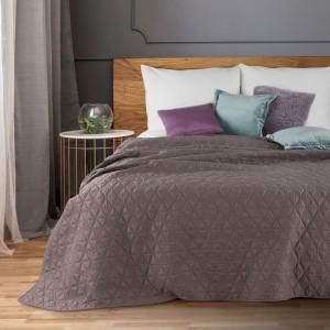 Fialový moderný prehoz na posteľ s geometrickým motívom