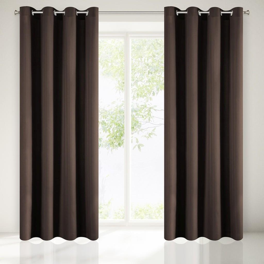 Moderné tmavo hnedé závesy do obývačky