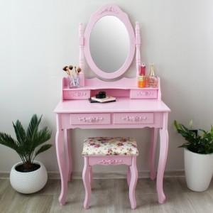 Moderný toaletný stolík so stoličkou v ružovej farbe