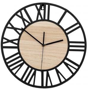 Moderné kovové nástenné hodiny s dreveným stredom