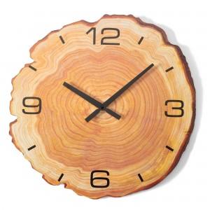 Drevené nástenné hodiny s imitáciou kmeňa stromu