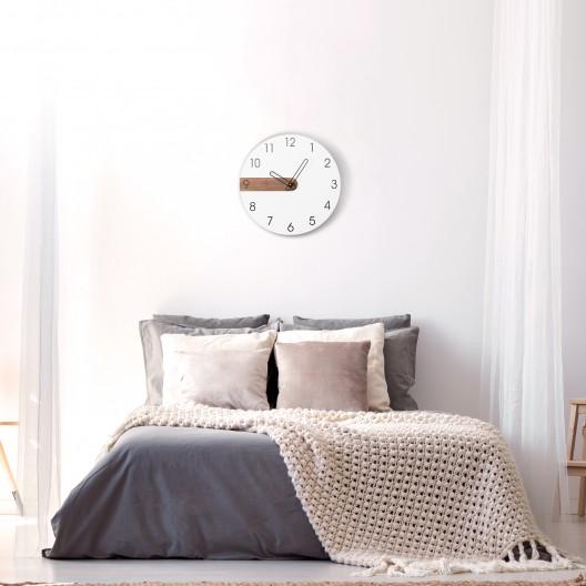 Biele dizajnové nástenné hodiny do obývačky
