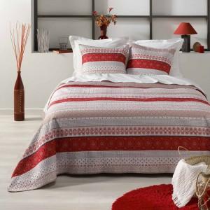Štýlový prehoz červenej farby s dvoma obliečkami 220 x 240 cm