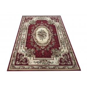 Vintage koberec v krásnej červenej farbe