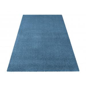 Jednofarebný koberec modrej farby